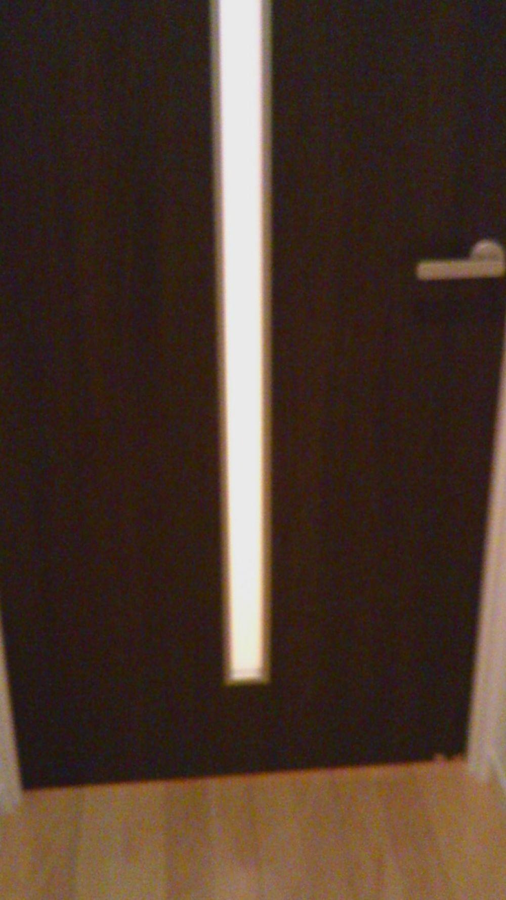 リビングのドア修理と一部壁紙張替え リフォームのことなら家仲間コム