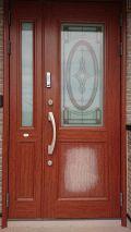 「玄関ドアの一部の色が剥げてしまったので、塗装かシート張替え」についての画像