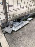 「隣家との間にあるブロックフェンスのブロックの一部分が割れた」についての画像