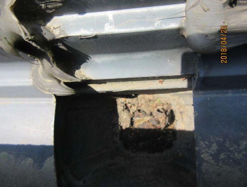 2階西側の雨樋継手破損