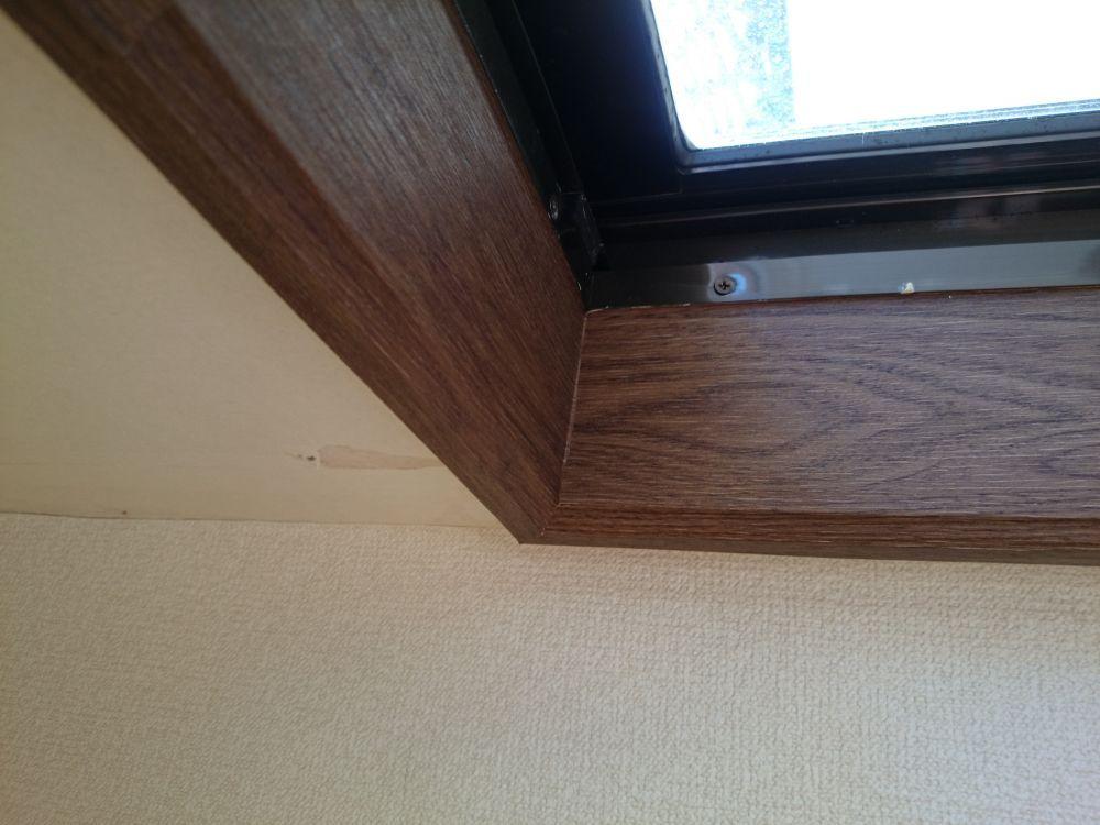 窓枠へのダイノックシート施工事例