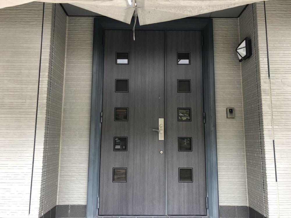 玄関扉のダイノックシート施工事例