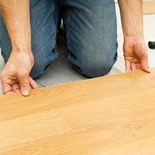 床工事歴30年ただ貼り替えするのでなくビスの増す締めから根太補強まで確実に